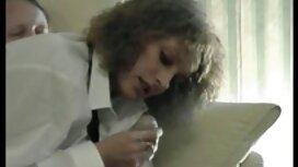 Wanita kulit hitam, di depan webcam menghidupkan musik awek main jolok