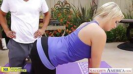 Pelajar pembersihan seorang gadis pantat dengan lidah dan menghisap sebelum seks poen kena jolok