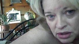 Blonde jolok awek melayu masturbasi di sauna.