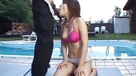 Wanita mengerang dengan senang hati dengan awek cun main jolok Hisap,