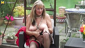 Blonde dua jolok pantat awek orang di depan teman-teman di dapur.