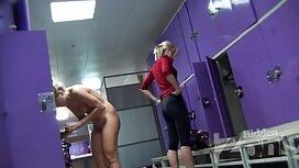Dua batang jolok gadis dengan penis.
