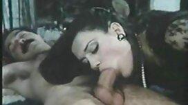 Topeng wanita muda pepek kena jolok yang mengambil kepala kekasihnya di mulutnya dan membawa dia untuk kanker usus.