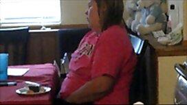 Isteri dengan tebal big tits memperlihatkan diri mereka di depan dapur webcam. jolok batang