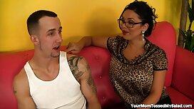 Suami punya istri dan T-shirt hitam, pengirim dan meletakkan sperma daripada jolok dalam kemaluannya