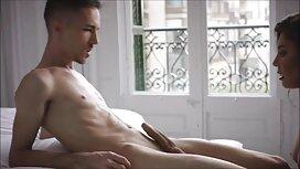 Seorang pria, seorang gadis di kamar mandi di taman jolok burit awek