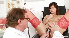 Nicky Delano menunjukkan payudaranya untuk orang yang dekat dengan rumah dan pantat di melayu main jolok karpet