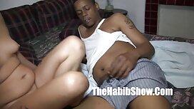 Orang negro besar meraba-raba vagina awek melayu kena jolok dengan penis.