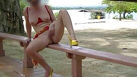 Gadis muda romania untuk lemak jolok dengan timun dan di tempat tidur.